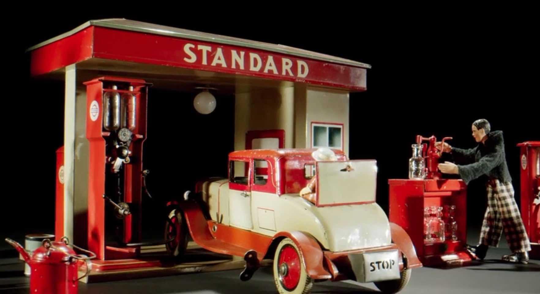 Blechspielzeug Tankstelle