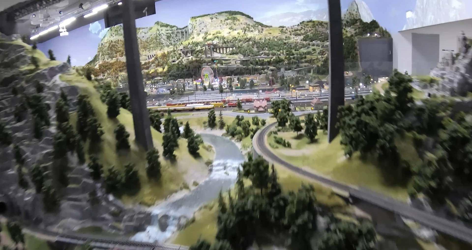 Mit der FPV Drohne durch die Traumwerk Modellbahn